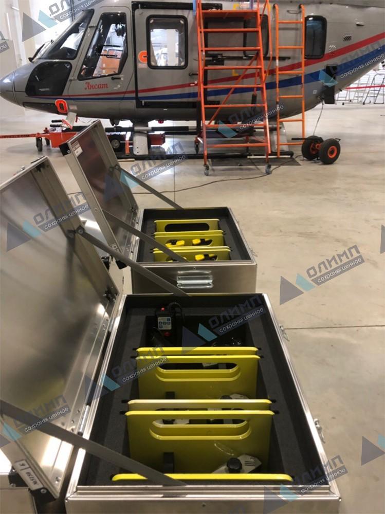 https://xn--h1aaf2d3a.xn--p1ai/images/upload/алюминиевые-ящики-570х370х370-мм-для-зарядки-осветительных-приборов-на-вертолётной-площадке..jpg