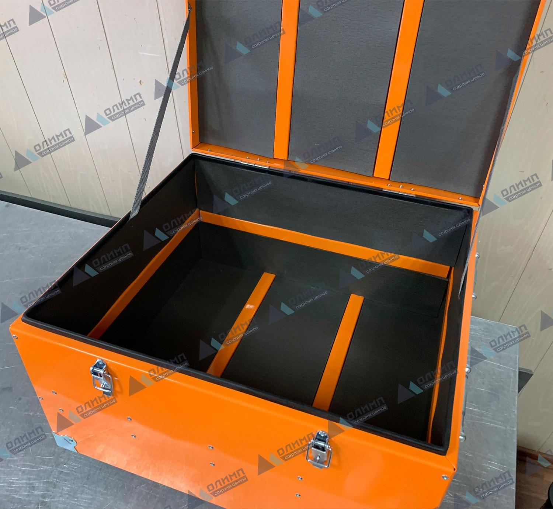 https://xn--h1aaf2d3a.xn--p1ai/images/upload/алюминиевый-ящик-550х500х300-мм-с-мягкой-обшивкой.-алюминиевые-ящики-на-заказ._208.jpg
